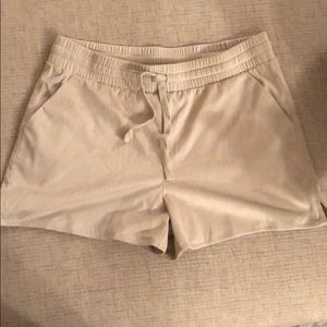 JUICY COUTURE // suede beige shorts